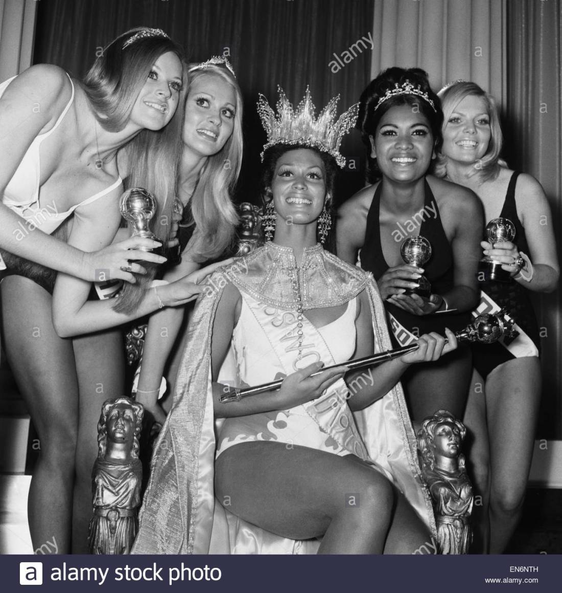 miss-world-competition-at-the-royal-albert-hall-20th-november-1970-en6nth