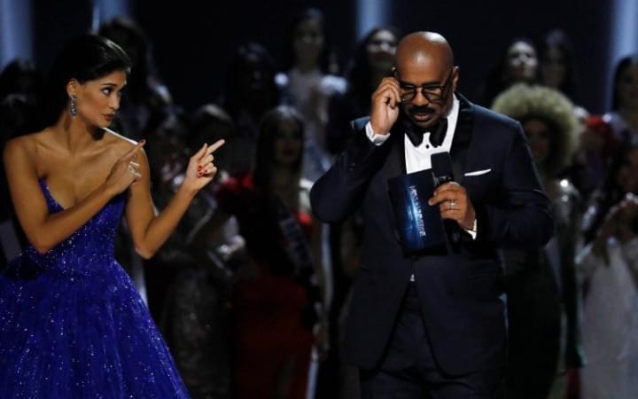 js119238161_pia-wurtzbach-gestures-towards-emcee-steve-harvey-shortly-before-the-winner_news-large_trans_nvbqzqnjv4bqeo_i_u9apj8ruoebjoaht0k9u7hhrjvuo-zlengruma
